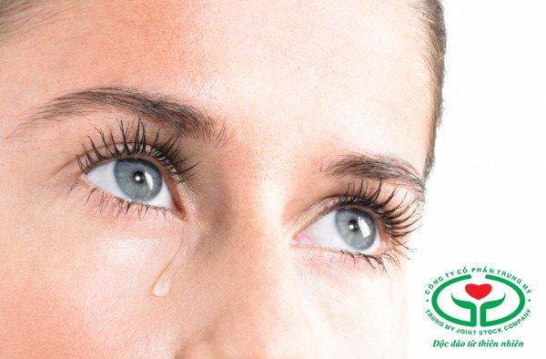Khô nhức, chảy nước mắt là biến chứng thường gặp sau mổ đục thủy tinh thể